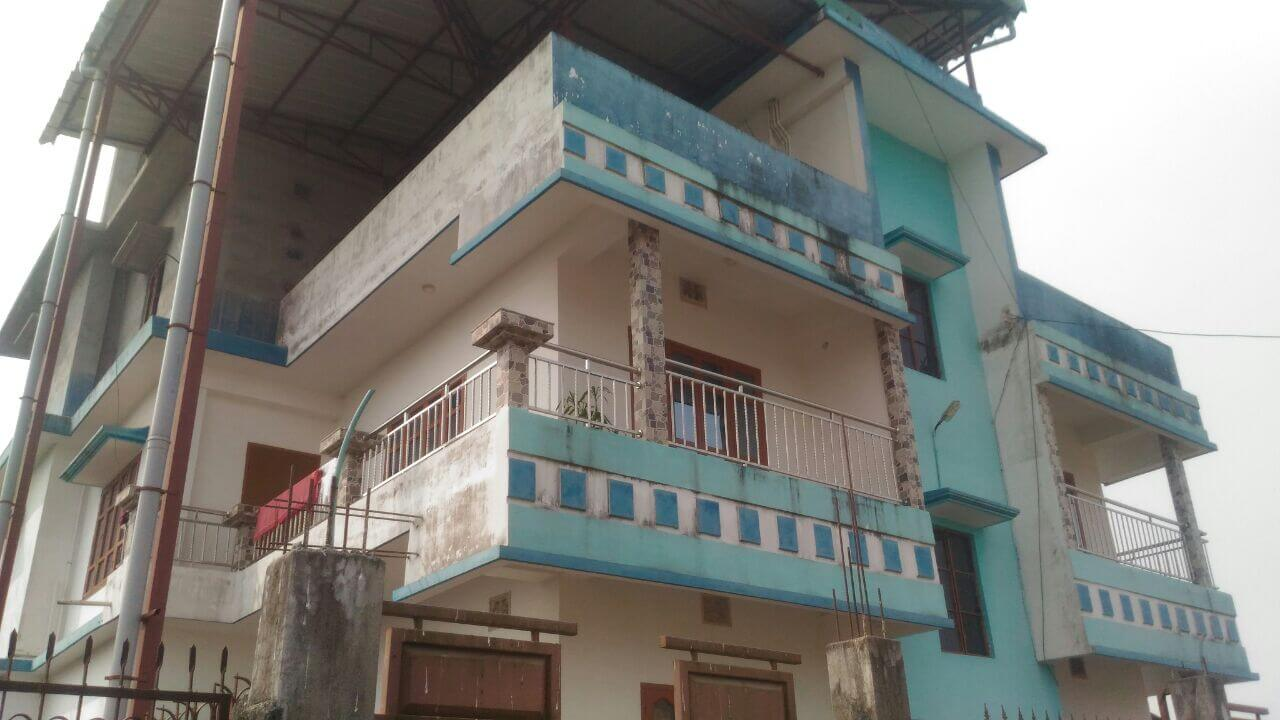 7 bhk villa for sale. Its on the way to Bharat gas godown road. Fully furnished house.