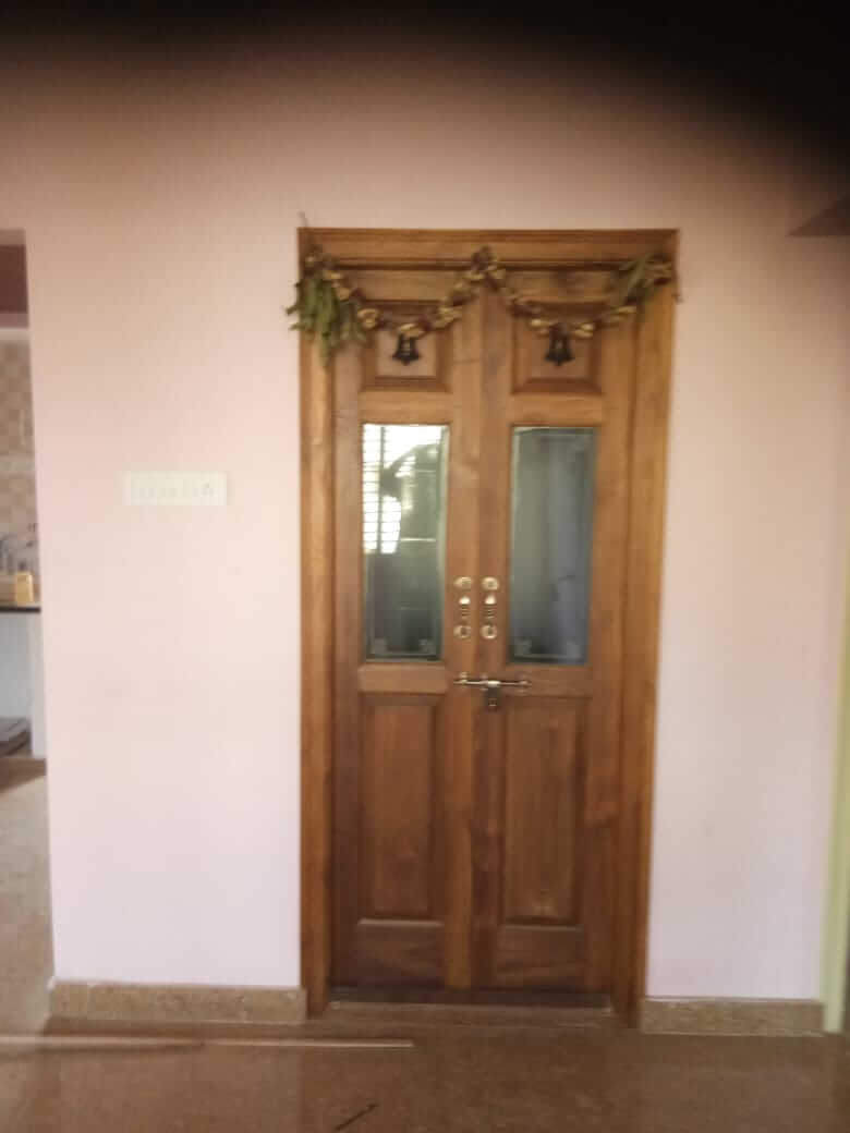 Two BHK Brand new home , for Vegetarians only.  3 car parking pace and 2 wheeler space available