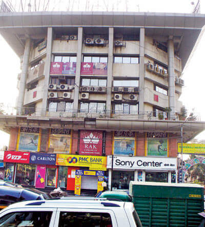 320 Sft furnished office/shop on 1st floor of well maintained commercial complex at Santacruz west