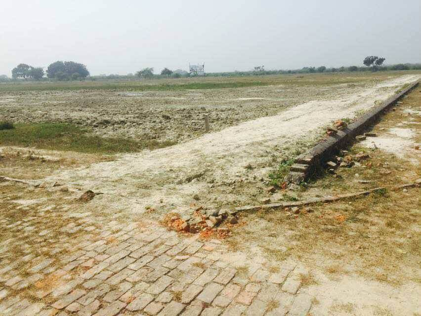 plot availble on  raibareli highway  on road site best location