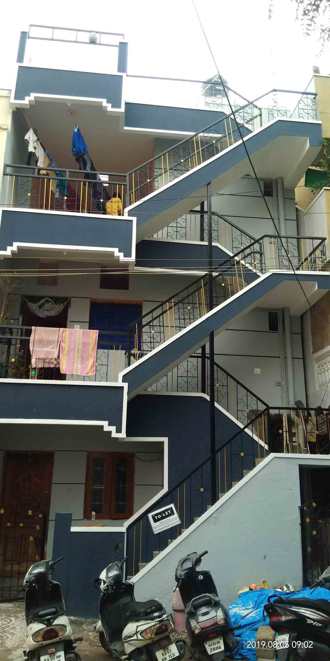 For Lease its 2 BHK house and comfortable this lovely 2 BHK could be your new home, after deposit give has 20 days for painting