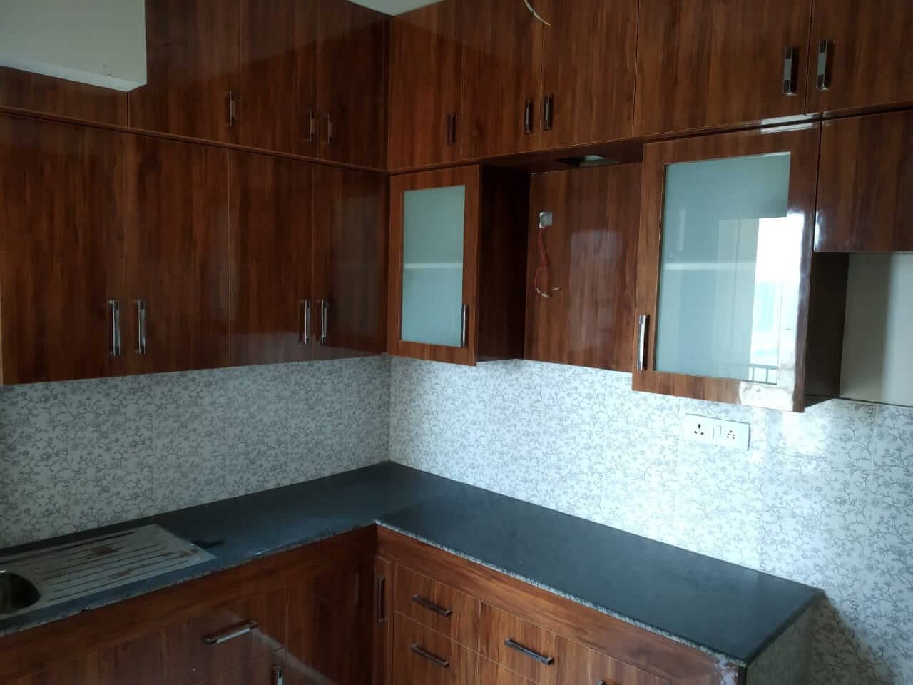 3 BHK semi furnished flat for rent in noida extention for only 12k PM