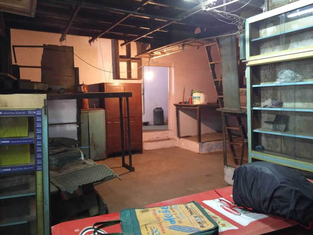 Spacious Commercial shop of 837 Square feet available for rent in Cotton Green W