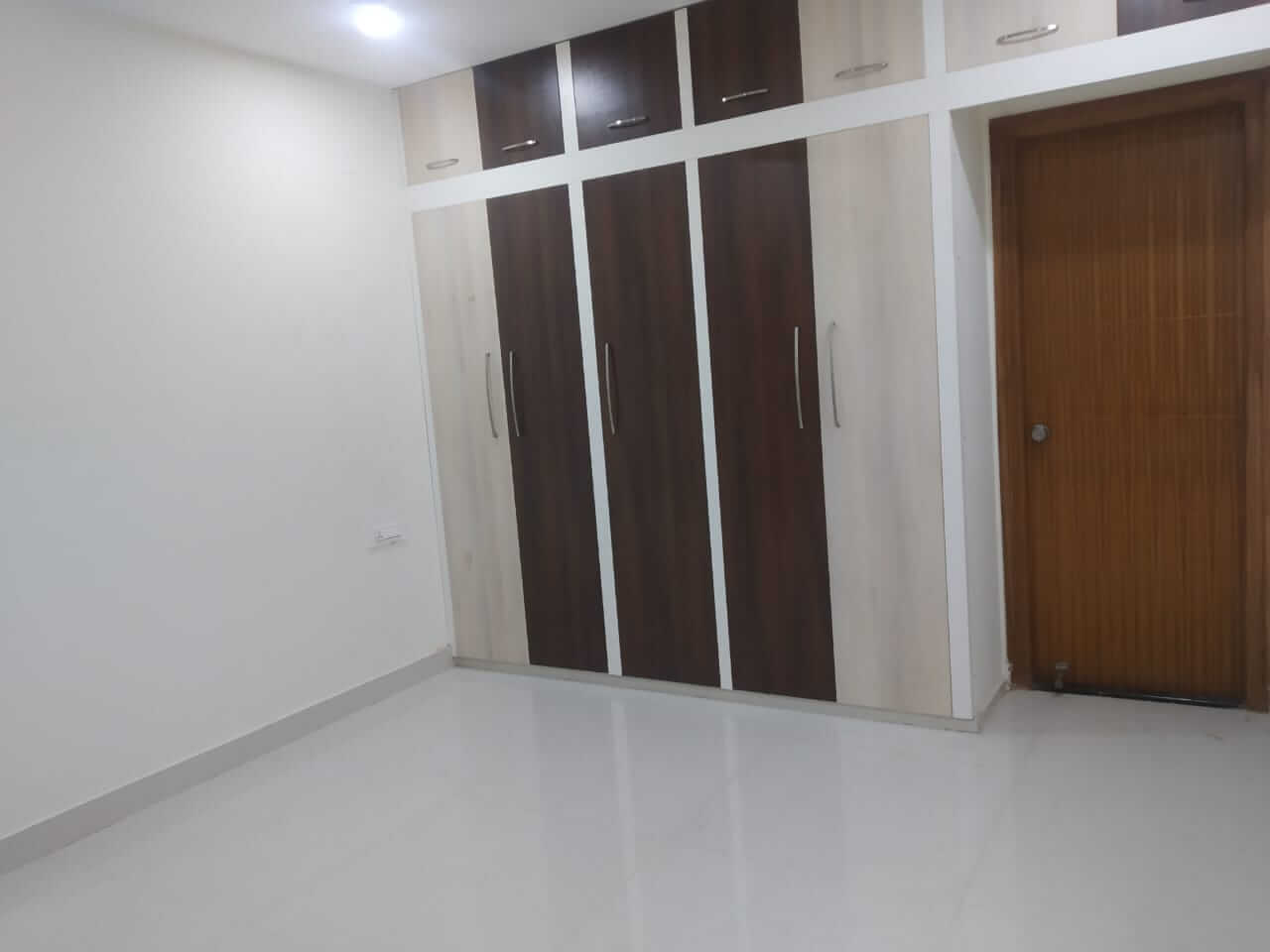3 bhk east facing flat with all basic amenities like water, lift, power back up etc, 1530 sqft on 5th floor